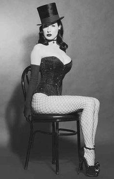 The Burlesque queen Dita Von Teese Dita Von Teese Burlesque, Dita Von Teese Style, Burlesque Model, Dita Von Teese Lingerie, Dita Von Tease, Vintage Burlesque, Cabaret Vintage, Burlesque Costumes, Burlesque Outfit