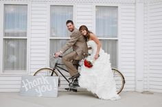 Love how this couple integrates bicycles into their wedding.
