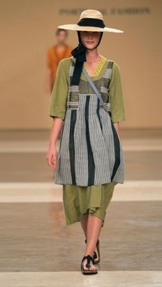 TM Collection...Segunda Pele...Love the straw hat and woven apron, almost like west African fabric, Afromenno farmfashion