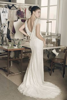 Annabelle by Cymbeline Robe en dentelle fluide. Designer Wedding Dresses, Wedding Gowns, Anna Campbell, Wedding Dress Shopping, Yes To The Dress, Vintage Bridal, Bridal Boutique, Bridal Collection, Beautiful Bride