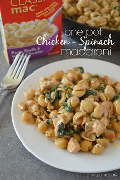 A super simple 30-Minute meal. One Pot Chicken and Spinach Macaroni is a wholesome weeknight meal that covers all the food groups & allows for shortcuts. #MACNATOR #ad