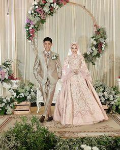 New Wedding Makeup Rustic Braids Ideas Muslimah Wedding Dress, Muslim Wedding Dresses, Hijab Bride, Muslim Brides, Wedding Hijab, Bride Gowns, Wedding Poses, Boho Wedding, Bridal Dresses