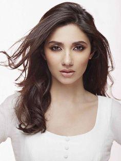 Mahira Khan SRK's leading lady in Raees.