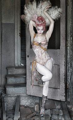 Cabaret Showgirl (Actually looks like Emilie Autumn) Costumes Burlesques, Burlesque Costumes, Costume Ideas, Dark Circus, Circus Circus, Prince Charmant, Night Circus, Glamour, Vintage Circus