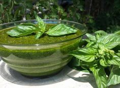 Pesto di basilico con pinoli e mandorle Pickles, Cucumber, Cabbage, Vegetables, Food, Essen, Cabbages, Vegetable Recipes, Meals