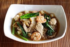 Penang Char Hor Fun - You might want to try my recipe and make this dish for your girlfriend. And make some extras for your future parents-in-law, too! Easy Asian Recipes, Easy Delicious Recipes, Ethnic Recipes, Chinese Recipes, Malaysian Food, Malaysian Recipes, Good Food, Yummy Food, Shellfish Recipes