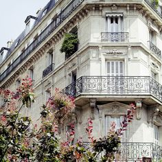 Ah Paris — the white architecture, the black iron windows and the flowers. Peace and beauty / Paris Paris France, Paris 3, Paris Summer, Paris Love, Montmartre Paris, Paris City, Beautiful Buildings, Beautiful Places, Beautiful Architecture