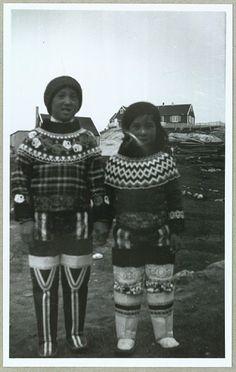Grønlandske piger i Nationaldragter, 8. september 1935 Folk Costume, Costumes, Norwegian Knitting, We Wear, How To Wear, Mood Images, American Spirit, Beaded Collar, Black History