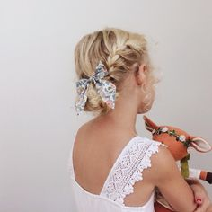 Perfect for your next midday adventure. Flower Girl Hairstyles, Little Girl Hairstyles, Cute Hairstyles, Braided Hairstyles, Toddler Bows, Toddler Hair, Little Girl Fashion, Kids Fashion, Baby Hair Bows
