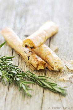 Cigarros de pasta filo con queso de cabra, miel y romero #recetas