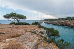 Traumhafte Geschenkidee zu Weihnachten. Mallorca-Urlaub mit Leinwandbild überreichen als Einstimmung für den Urlaub. Gute Idee vom Käufer.  Die traumhafte Bucht von Cala Pi auf Mallorca Poster von Ingo Gerlach