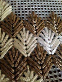 Барджелло — вышивка на сетке. Немного примеров со схемами