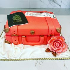 Amazing suitcase cake made by Liliana Da Silva from Sugarella Sweets Suitcase Cake, 3d Cakes, Cakes And More, How To Make Cake, Cake Ideas, Sculpting, Wedding Cakes, Satchel, Sweets