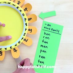 Plate Sunflower Word Family Activity A fun sunflower toy to practice and learn word families for preschoolers!A fun sunflower toy to practice and learn word families for preschoolers! English Activities For Kids, Word Family Activities, Preschool Learning Activities, Alphabet Activities, Fun Learning, Phonics For Preschool, Letter Learning Games, Jolly Phonics Activities, Fun Worksheets For Kids