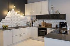 32 Stunning Modern Contemporary Kitchen Cabinet Design - Home Design Contemporary Kitchen Cabinets, New Kitchen Cabinets, Kitchen Cabinet Design, White Cabinets, Kitchen Modern, Danish Kitchen, Modern Kitchens, White Gloss Kitchen, Gray And White Kitchen
