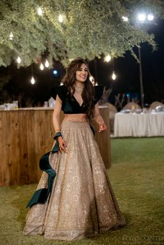 Party Wear Indian Dresses, Indian Wedding Gowns, Indian Gowns Dresses, Indian Bridal Outfits, Indian Fashion Dresses, Dress Indian Style, Wedding Dresses For Girls, Indian Designer Outfits, Modest Fashion