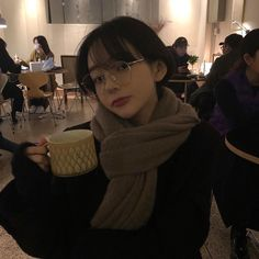 Image uploaded by aliferous. Find images and videos about girl, korean and ulzzang on We Heart It - the app to get lost in what you love. Ulzzang Korean Girl, Cute Korean Girl, Asian Girl, Girl Pictures, Girl Photos, Poses For Pictures, Son Hwamin, Hwa Min, Korean Picture