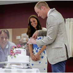 The Duke and Duchess of Cambridge cut a 25th anniversary cake during their visit to Keech Hospice Care on August 24, 2016 in Luton, England.