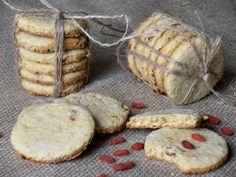 CAIETUL CU RETETE: Biscuiti digestivi cu tarate de ovaz si goji Romanian Food, Romanian Recipes, Goji, Raw Vegan, Biscuits, Bacon, Muffin, Healthy Recipes, Healthy Food