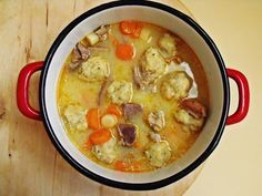 Libaleves vajas zsemlegombóccal Hungarian Recipes, Hungarian Food, Naan, Soups And Stews, Cheeseburger Chowder, Soup Recipes, Food And Drink, Dishes, Kitchen