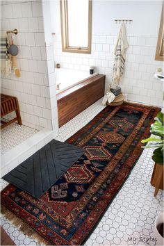 40 Excellent Guest Bathroom To Decor your home ~ Home Design Ideas Boho Bathroom, Modern Bathroom, Small Bathroom, Bathroom Canvas, Bathroom Ideas, Minimalist Bathroom, Parisian Bathroom, Bathroom Rugs, Bathroom Carpet