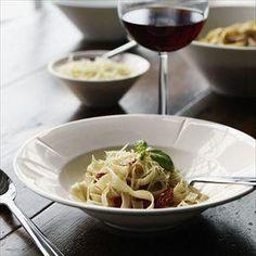 Talerz do makaronu Grand Cru - Rosendahl w FabrykaForm. Grand Cru, People Eating, E Design, Italian Recipes, Love Food, Dinnerware, Spaghetti, Food And Drink, Cooking