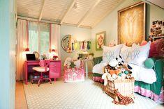 girls bedroom, monogramed pillows