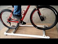 Bike Stand Diy, Bicycle Rollers, Indoor Bike Trainer, My Gym, Cycling Bikes, Academia, Diy Design, Diy Furniture, Woodworking Projects