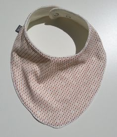 Works like a bib but looks like a fashion scarf! by SMASWEDEN on Etsy