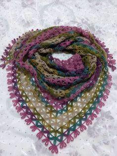 bufanda triangular a crochet ravelryStar Shawl ModelString Star Shawl MakingThis Pin was discovered by TC Shawl Patterns, Lace Patterns, Knitting Patterns, Crochet Patterns, Crochet Shawl Diagram, Crochet Motif, Crochet Lace, Knitted Shawls, Crochet Scarves
