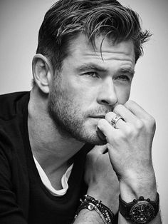 Chris Hemsworth covers GQ Spain June 2019 by Matthew Brookes - fashionotography Chris Hemsworth, Snowwhite And The Huntsman, Australian Actors, Black And White Aesthetic, Slick Hairstyles, Handsome Actors, Brazilian Models, People Magazine, Hollywood Actor