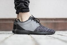 NIKE ROSHE NM FLYKNIT PRM COOL GREY/BLACK-WLF GREY-WHITE www.tint-footwear.com nike roshe one rosherun natural motion premium reflective all black everything triple blacksneaker tint footwear studio munich