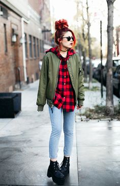 LE HAPPY. Red and black plaid shirt+skinny denim+black lace-up ankle boots+khaki reversible bomber jacket+choker+sunglasses. Fall Casual Outfit 2016