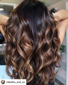 Do you want to stand out this summer? Sun-kissed chocolate hair is the perfect summer hair color! Here are some super fun summer hair color ideas that will ensure you turn heads this year. Hair Color Ideas For Brunettes Balayage, Brown Hair Balayage, Balayage Brunette, Hair Color Balayage, Hair Highlights, Color Highlights, Chunky Highlights, Bayalage, Brunette Hair Color With Highlights And Lowlights Chocolates
