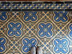 In Portugal, visit Mr. Lúcio Zagalo, master in the art of making hydraulic tiles.