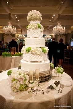 Beautiful preppy cake with tiers to resemble lattice planters / www.keelythorne.com / Michael Carr Photography