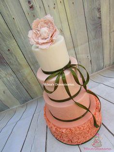 Peach ombre weddingcake by Wilma's Droomtaarten