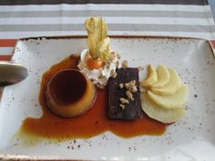 Franxerra Restaurante, Altea: Flan, chocolate, and pears with whipped cream and a fruit I don't yet know the name of.