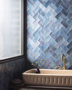 Bathroom Tile Designs, Modern Bathroom Decor, Bathroom Interior Design, Bathroom Ideas, Modern Luxury Bathroom, Ceramic Tile Bathrooms, Colorful Bathroom, Scandinavian Bathroom, Modern Bathrooms