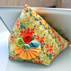 how to make ipad bean bag | iPad Stand Tutorial {free pattern}Make a decorative bean bag iPad ...