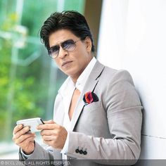 Latest entertainment news and gossip from the world of bollywood, Hollywood and regional film industries. Get the latest celebrity news on celebrity scandals, engagements, and divorces. Shahrukh Khan Raees, Shahrukh Khan Family, Shah Rukh Khan Movies, Salman Khan Photo, Bollywood Stars, Bollywood Fashion, Sonam Kapoor, Deepika Padukone, Workout Routine For Men