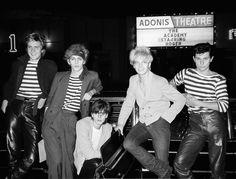 Duran Duran, es un grupo británico de Rock de estilo New Romantic, cuyo sonido combina básicamente el new wave y funk, popularizando ese estilo en la década de los 80'.