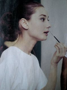 Audrey Hepburn applying make up (scheduled via http://www.tailwindapp.com?utm_source=pinterest&utm_medium=twpin&utm_content=post10717286&utm_campaign=scheduler_attribution)