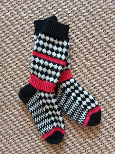 SALMIAKKISUKAT Knitting Socks, Knitted Hats, Knitting Ideas, Winter Hats For Women, Women Hats, Slouchy Beanie, Boot Cuffs, Education Quotes, Tattoo Designs