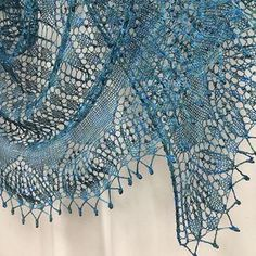 Dancing Butterflies shawl is a crescent-shape shawl based on a german doily Modell 01 Decke mit Blatt-Spirale.