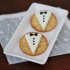 Cream Cracker vestido para festa! (bolacha + queijo branco + azeitona preta)