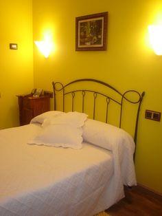 Hotel La Pacha: http://www.ofertasydescuentos.es/15.por.-descuento-en-habitaciones-individuales-Hotel-La-Pacha.html