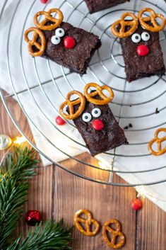 Rudolph-Rentier-Brownies mit Kirschen – TRYTRYTRY Brownies, Silvester Party, Rudolph The Red, Red Nosed Reindeer, Xmas, Christmas, Gingerbread Cookies, Muffins, Sweets