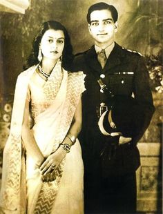 HH Maharaja Sawai Man Singh II of Jaipur with his beautiful wife, Maharani Gayatri Devi By Rohit Sonkiya Rare Pictures, Historical Pictures, Rare Photos, Vintage Photographs, Vintage India, Maharani Gayatri Devi, Royal Indian, Indian Princess, History Of India