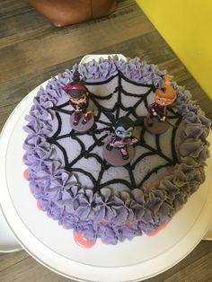 Pink velvet cake with purple buttercream. A spooktacular pink drip ganache! And a fun spiderweb stage for V and her friends Mickey Mouse Clubhouse Birthday Party, 6th Birthday Parties, Birthday Cake Girls, Birthday Cupcakes, Birthday Party Decorations, Fourth Birthday, Homemade Halloween Treats, Halloween Cakes, Velvet Cake